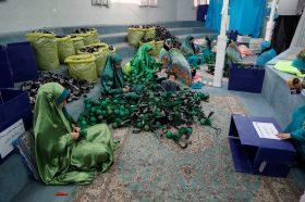 آماده سازی بستههای فرهنگی ویژه کودکان زائر برای توزیع در موکب جمکران