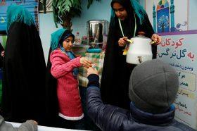 پذیرایی از زائران کودک جمکرانی در موکب گل نرگس