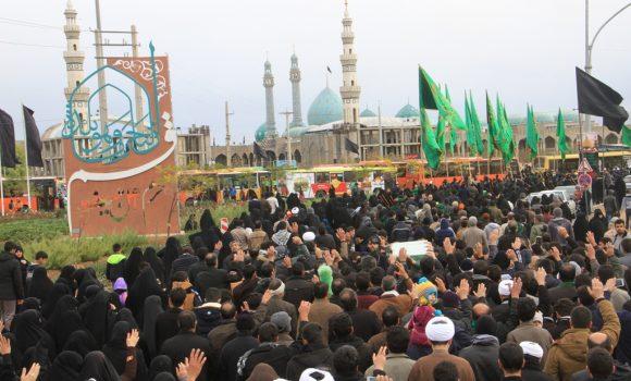 پیاده روی عاشقان حسینی از حرم مطهر به مسجد مقدس جمکران در روز اربعین