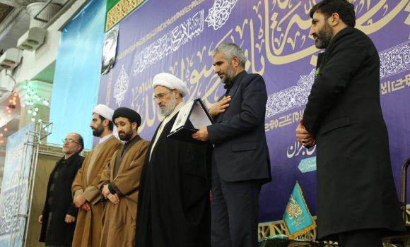 تجلیل تولیت مسجد مقدس جمکران از خانواده شهید اسداللهی