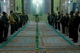 تعويض فرش هاي مسجد مقام در سالروز ميلاد امام حسن عسكري(عليه السلام)