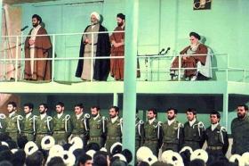 جرقههای انقلاب از 19 دی قم زده شد/امام خمینی(ره) تکرار نشدنی است