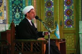 مشروعیت امام با خداست و مردم آن را تعیین نمی کنند/ سارقان دین و عقیده در فضای مجازی و ماهواره ها در حال فعالیتند