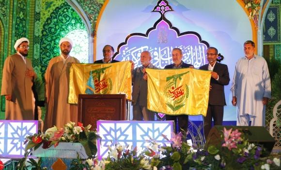 اهدای پرچم تیپ زینبیون به مسجد مقدس جمکران