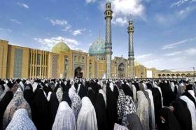 اقامه نماز عید سعید فطر در مسجد مقدس جمکران به امامت آیت الله مقتدایی