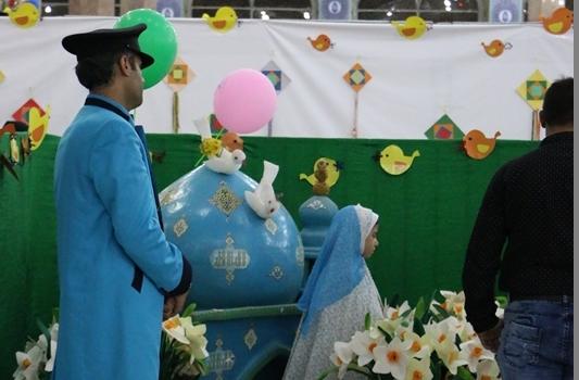 استقبال خانواده ها از غرفه گل نرگس در نمایشگاه قرآن مسجد مقدس جمکران
