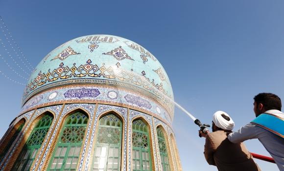 شست و شوی گنبدهای مسجد مقدس جمکران به مناسبت ۱۷ رمضان