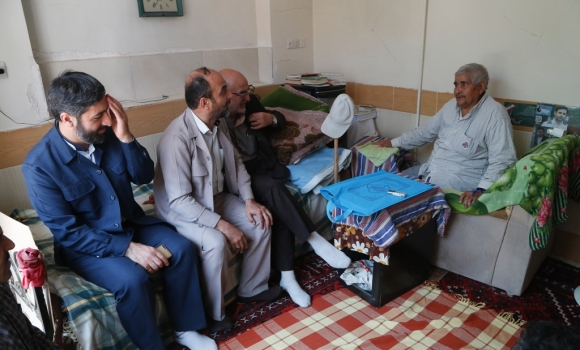 عیادت از خادمی که بیش از30 سال موذن و مکبر مسجد مقدس جمکران بود