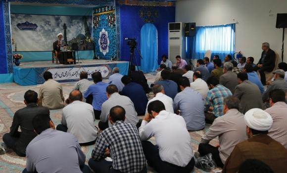 نشست تقویت فرهنگ جهادی و روحیه خادمی در مسجد مقدس جمکران