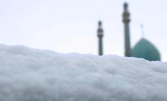 جامه سفید برف بر قامت مسجد مقدس جمکران