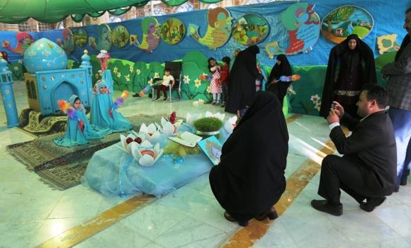 توزیع بسته های فرهنگی کودکانه در نمایشگاه ربیع الانام