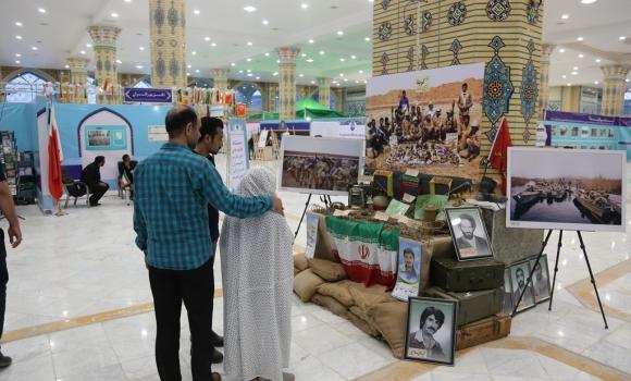 توزیع بسته های فرهنگی در غرفه «بنه شهدای تدارکات»
