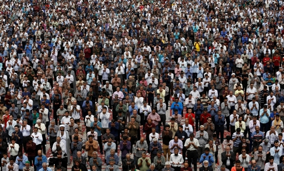 نماز عید قربان به امامت آیت الله خاتمی در مسجد مقدس جمکران اقامه شد