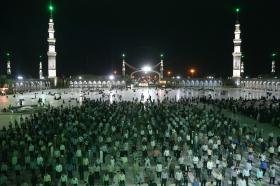 برگزاری نمازهای جماعت طبق پروتکل های بهداشتی در مسجد مقدس جمکران