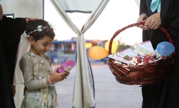 استقبال خادمان گل نرگس از نونهالان جمکرانی در روز دختر