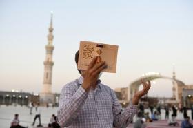 زمزمه دعای عرفه در فضای قدسی مسجد مقدس جمکران