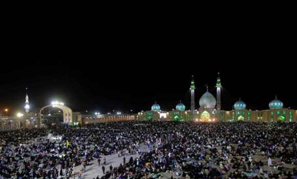 آغاز سال جدید در مسجد مقدس جمکران با حضور هزاران عاشقان امام زمان (علیه السلام)