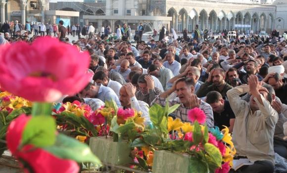 قرائت دعای ندبه در مسجد مقدس جمکران