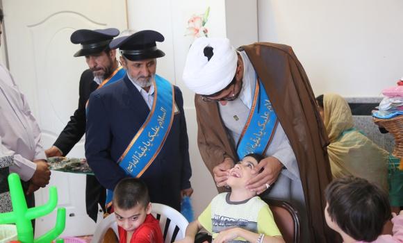 دیدار خادمان مسجد مقدس جمکران با کودکان معلول و سالمندان آسایشگاه رضوی
