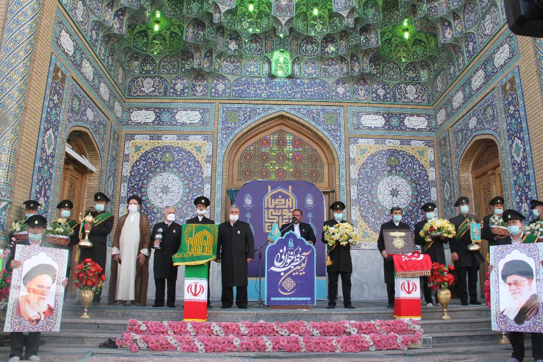 عطرافشانی خادمان رضوی در مراسم خطبه خوانی مسجد مقدس جمکران