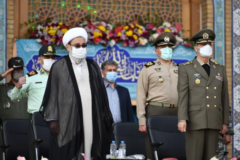 مراسم صبحگاه مشترک عهد سربازی در مسجد مقدس جمکران برگزار شد/اهدای نشان خادمی مسجد جمکران به فرمانده کل ارتش