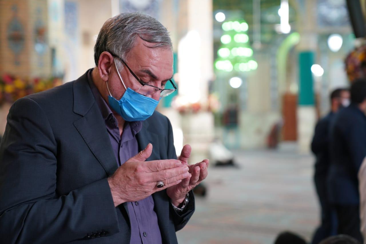 تشرف وزیر بهداشت به مسجد مقدس جمکران